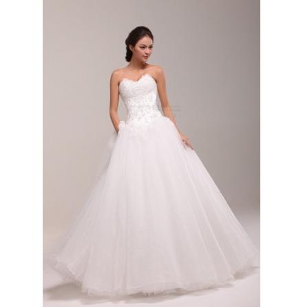 350 Brudklänning prinsessmodell med pärlor